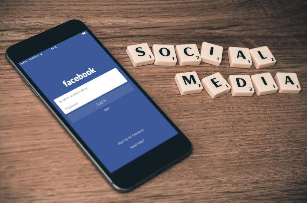 social-media-763731_1920-1024x680.jpg